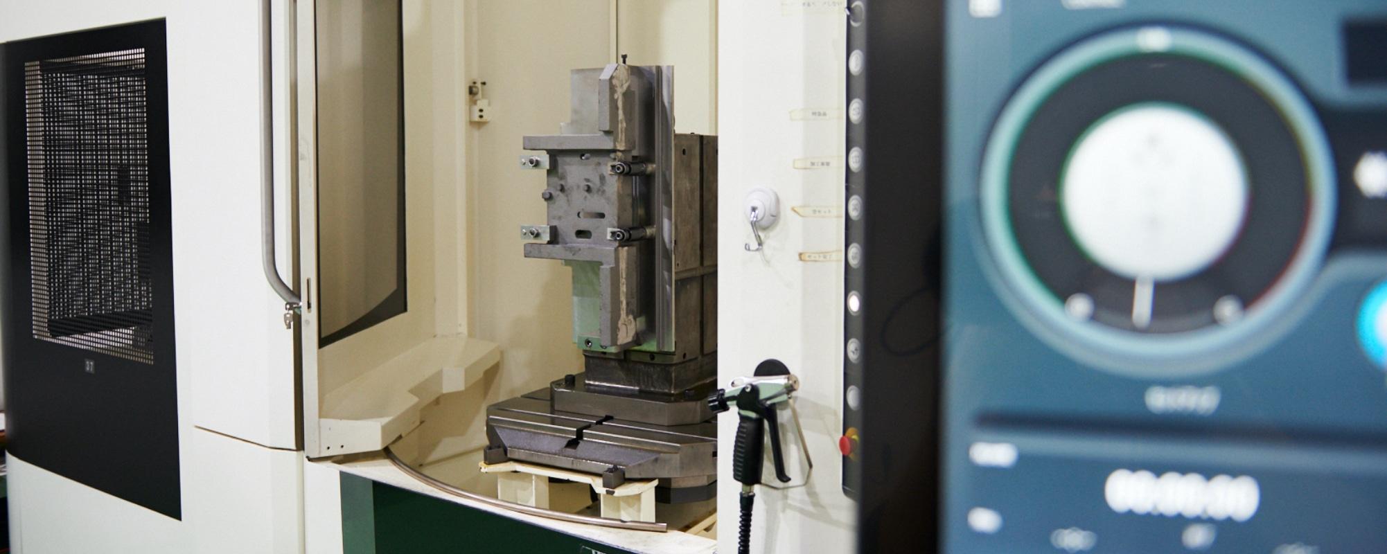 自動化システムで24時間稼働可能。量産品にもフレキシブルに対応!