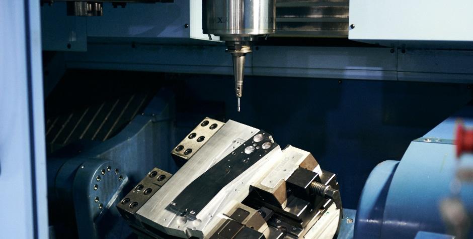最新の同時5軸加工機を導入