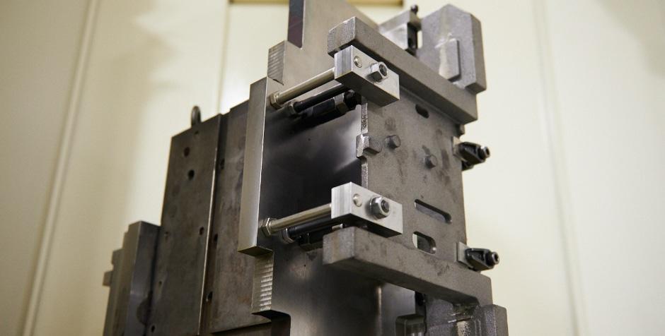 独自の治具設計による鋳物・異形物加工